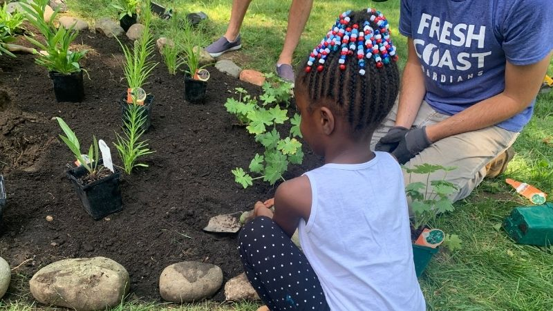Green_Luminary_Glendale_Little_Girl_Planting_Rain_Garden_800x450-min.jpg